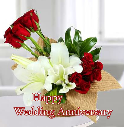 Delighted Flowers with Happy Wedding Anniversary Wish