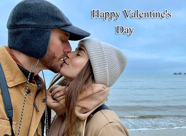 Best Happy Valentines Day Kissing Couple Pic